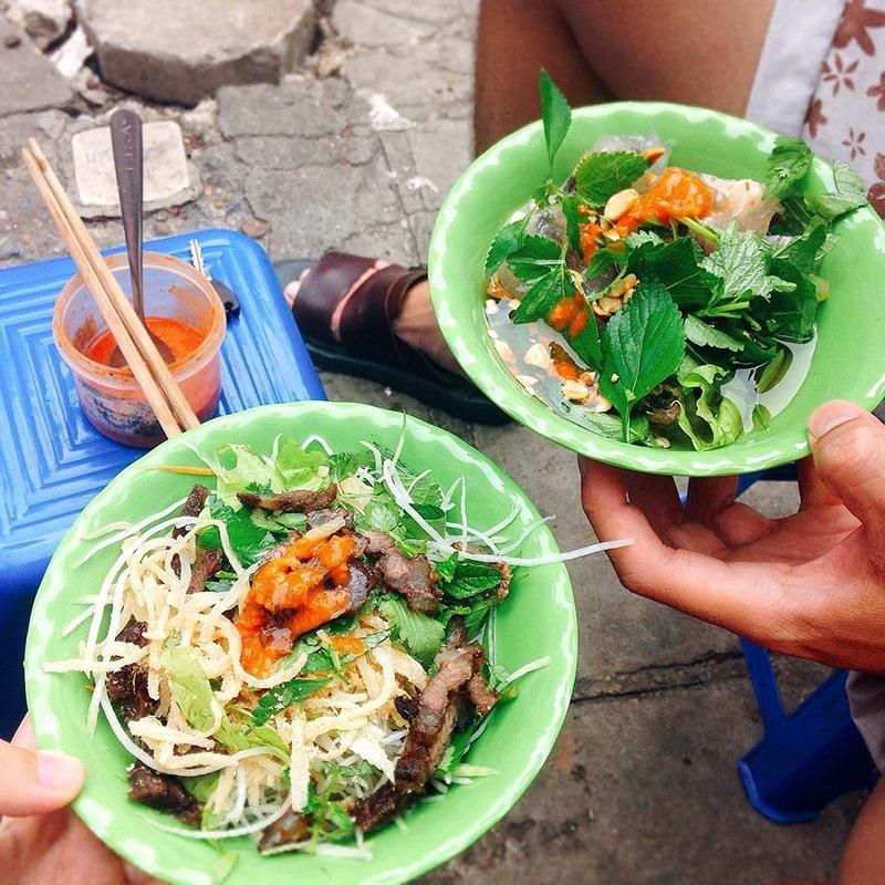 Ăn vặt ở chợ Nghĩa Tân