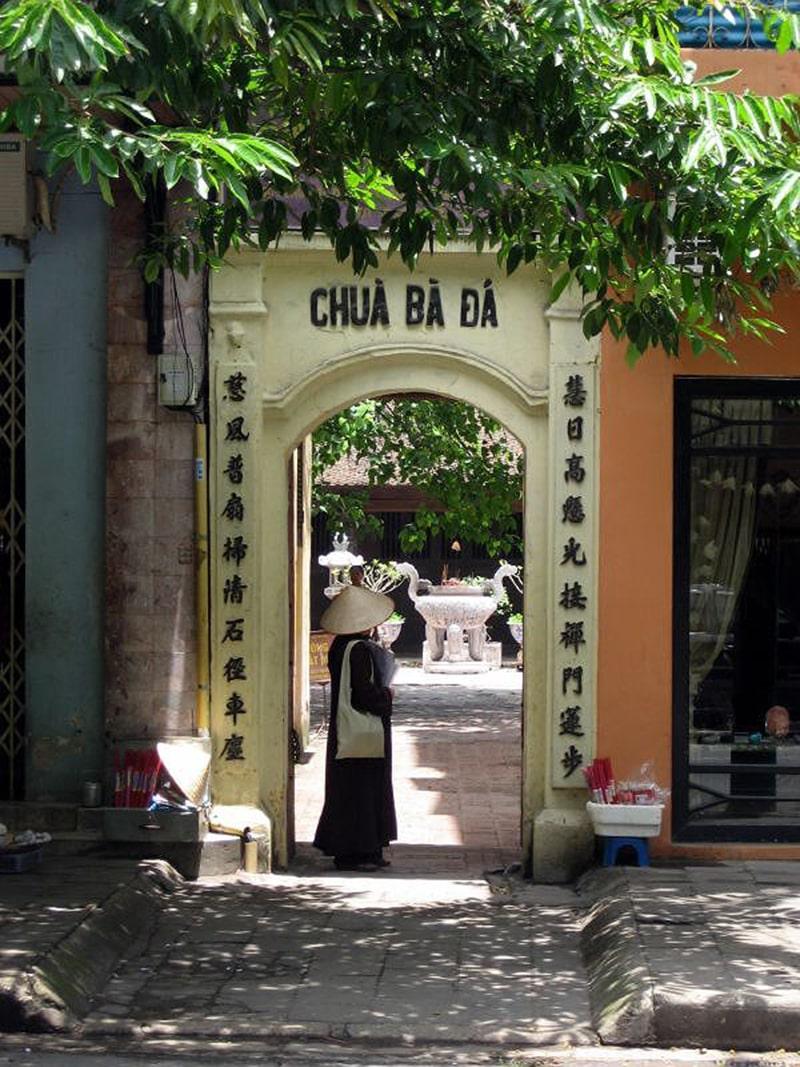 Chùa Bà Đá là 1 trong những ngôi chùa bà nổi tiếng ở Hà Nội