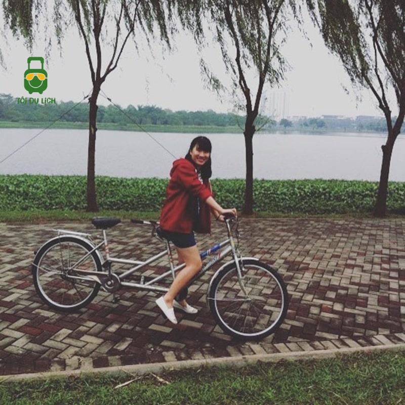Đạp xe trong công viên Yên Sở