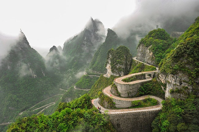 99 khúc cua lên cổng trời Thiên Môn Sơn