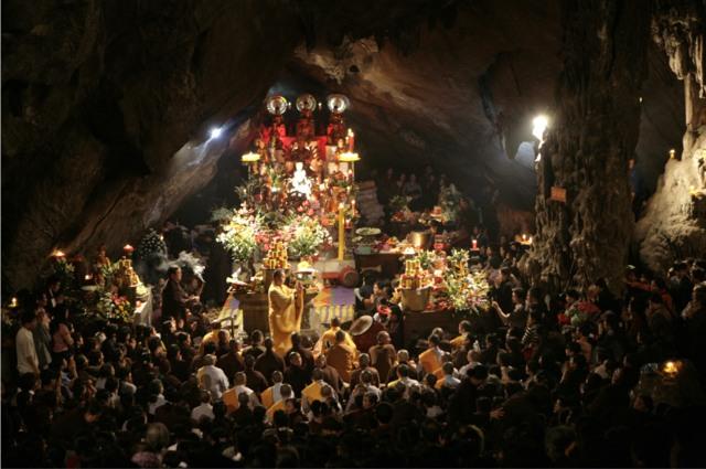 Đi lễ hội chùa Hương du xuân ngày đầu năm 6