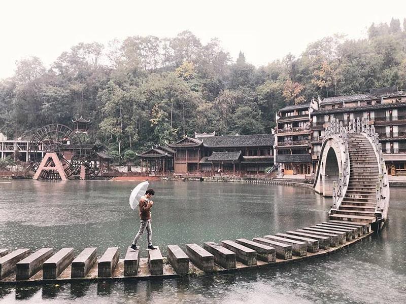 Những cây cầu độc đáo ở Phượng Hoàng cổ trấn