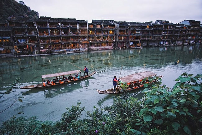 Dạo thuyền trên sông Đà Giang