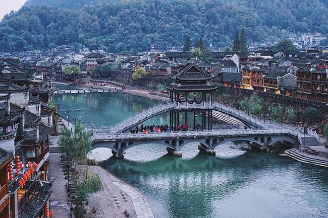 Lầu Phong Thủy Hồng Kiều
