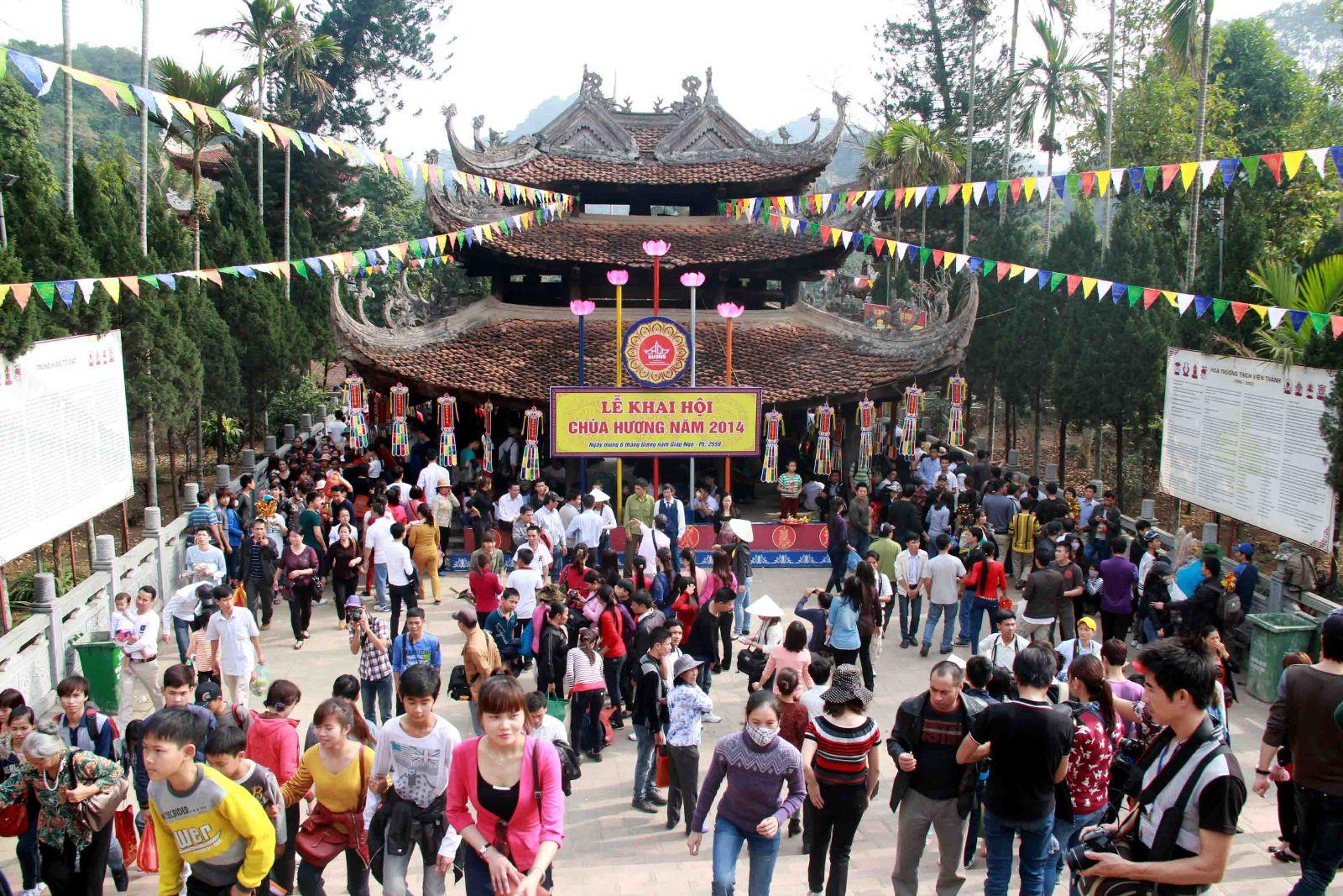 Đi lễ hội chùa Hương du xuân ngày đầu năm 5