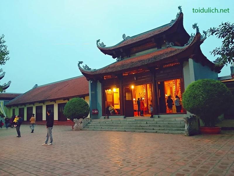 Phủ Tây Hồ là địa điểm cầu tài lộc nổi tiếng ở Hà Nội
