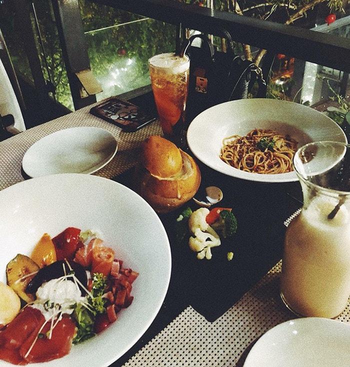 Đồ ăn ở 6 Degrees Cafe Nghi Tàm
