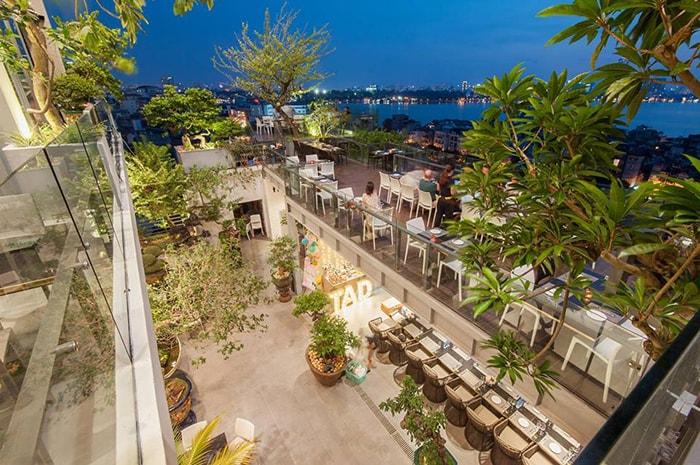 Không gian bên ngoài sân thượng 6 Degrees Cafe Nghi Tàm