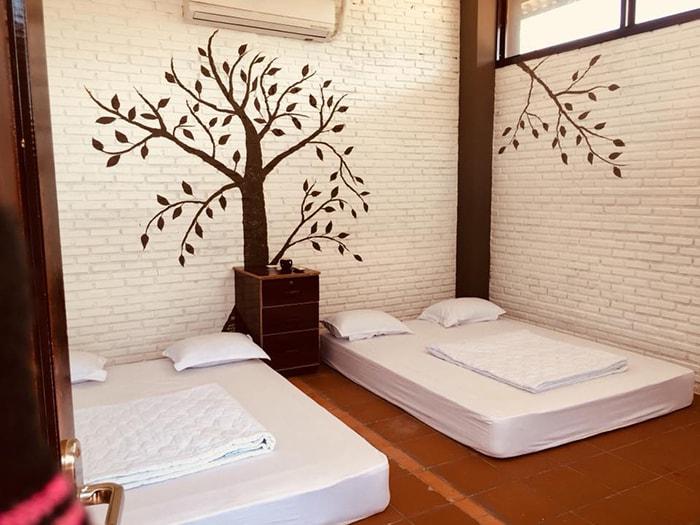 Phòng ngủ bên trong khu nhà gạch ở Tanyoli