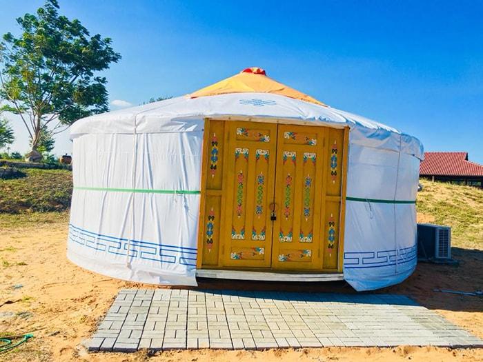 Những chiếc lều Mông cổ đã được thay mới