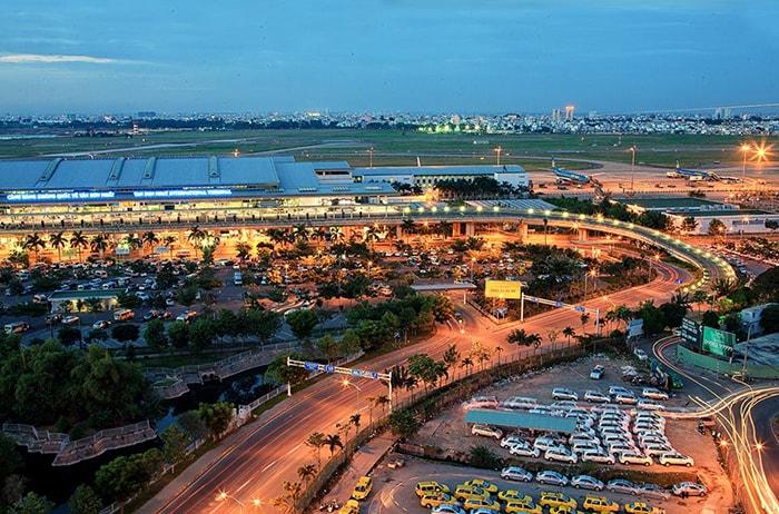 Toàn cảnh sân bay Tân Sơn Nhất nhìn từ Moonlight Cafe