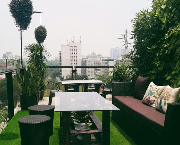Không gian Terrace Cafe Lý Thường Kiệt khá yên tinh