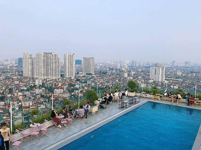 Trill Top Cafe còn có cả hồ bơi trên sân thượng