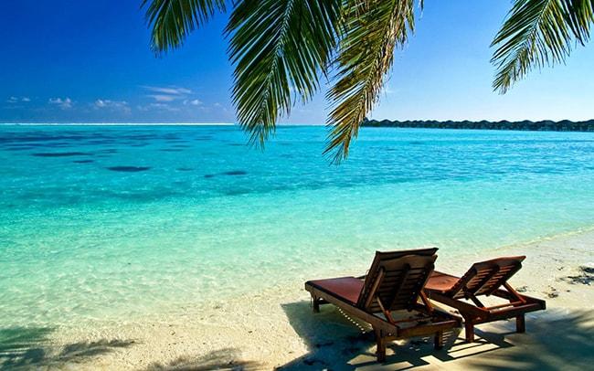 Nha Trang hấp dẫn bởi những bãi biển trong xanh