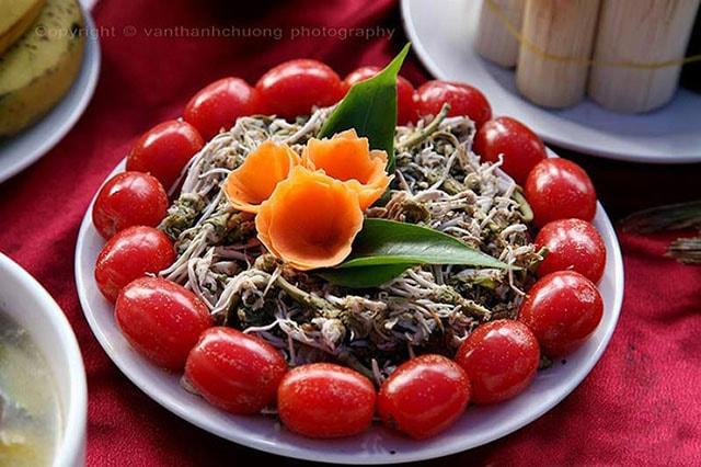 Nộm hoa ban đặc sản ở Điện Biên