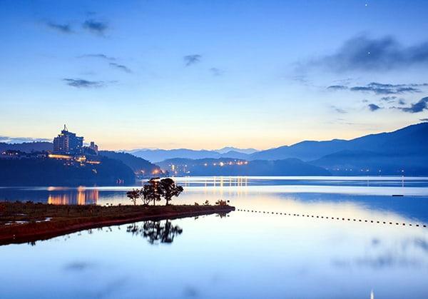 Hồ tự nhiên Nhật Nguyệt với vẻ đẹp nên thơ ngỡ ngàng