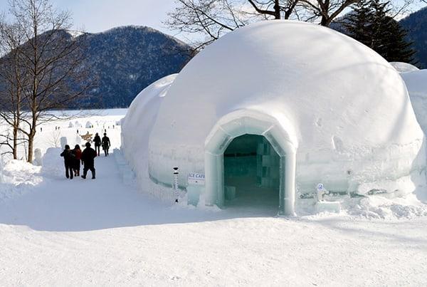 nhà làm từ băng tuyết