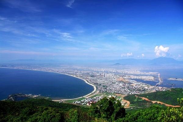 Bãi biển Đà Nẵng kéo dài gần 60km