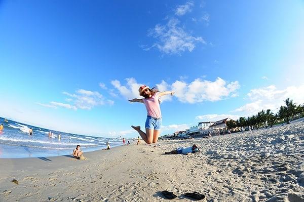 Bãi biển Mỹ Khê diễn ra nhiều hoạt động du lịch hấp dẫn