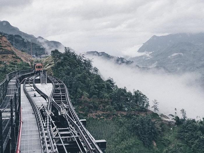 Đường tàu đi qua Thung lũng Mường Hoa để lên đỉnh Fansipan