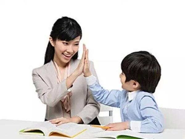 """Học cách """"nói chuyện"""" với học sinh"""