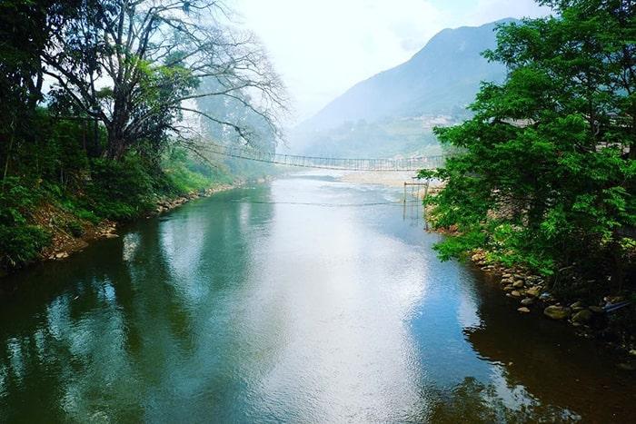 Suối Mường Hoa chảy qua Cầu Mây ở bản Tả Van