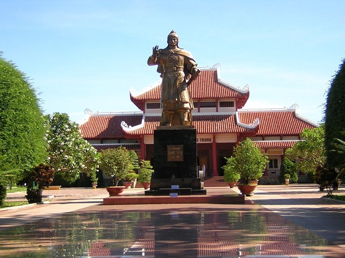 Bên trong khu đền thờ vua Quang Trung