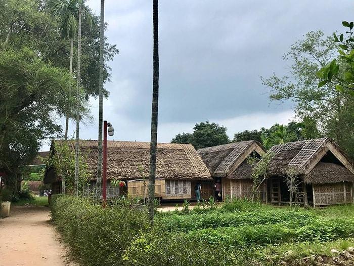 Di tích lịch sử làng Sen quê Bác