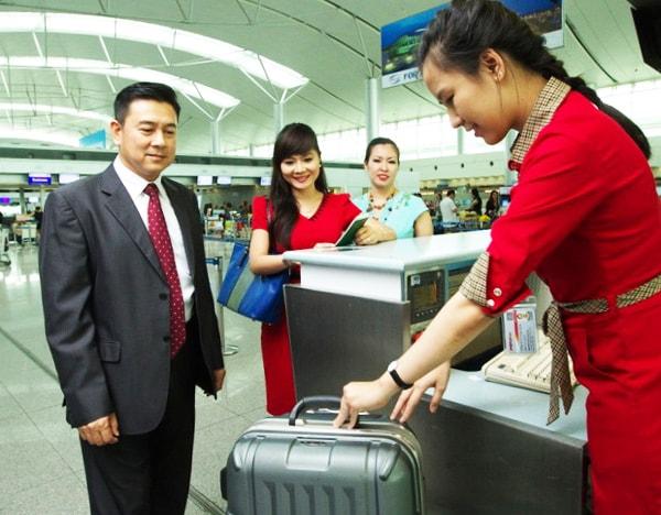 Kiểm tra hành lý xách tay cẩn thận trước khi lên máy bay để không gặp rắc rối khi qua cửa an ninh