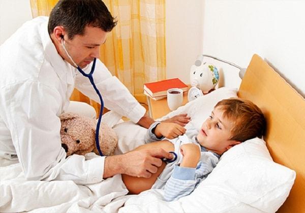 Xử lý thế nào khi trẻ bị sốt cao, co giật? 3