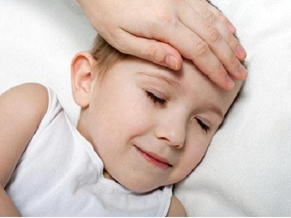 Xử lý thế nào khi trẻ bị sốt cao, co giật?