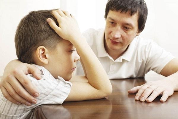 Cha mẹ tuyệt đối không được dỗ dành con