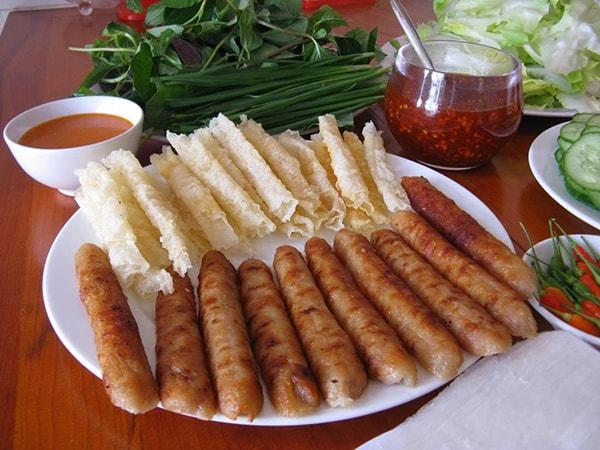 Nem nướng cũng là một món ăn ngon ở Đà Lạt