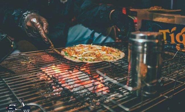Bánh tráng nướng là món ăn ngon nổi tiếng ở Đà Lạt