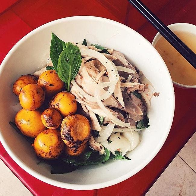 Bánh ướt lòng gà là món ăn khá ngon ở Đà Lạt