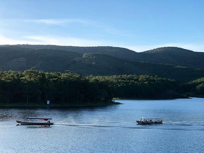 Du ngoạn trên hồ Tuyền Lâm