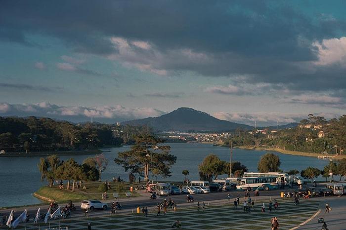 Hồ Xuân Hương Đà Lạt nhìn từ Quảng trường