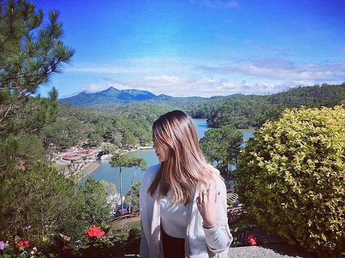 Thung lũng Tình yêu nhìn từ trên đồi