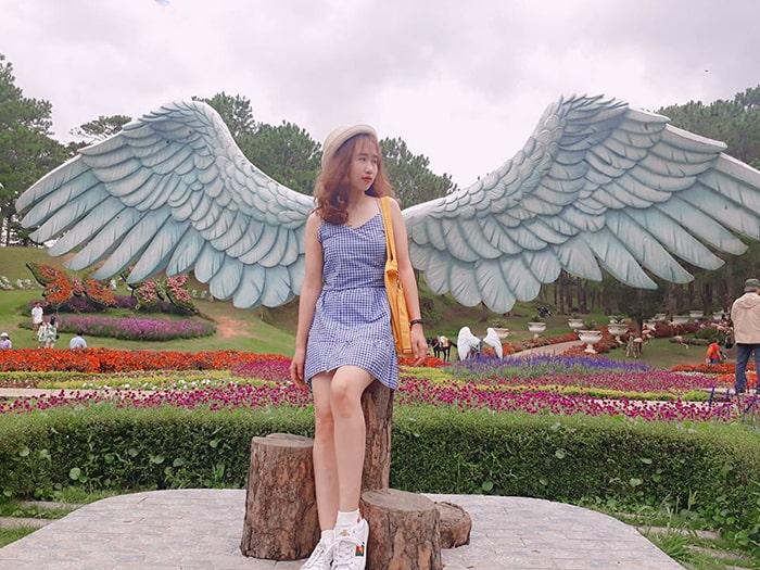 Đôi cánh thiên thần ở Thung lũng Tình Yêu