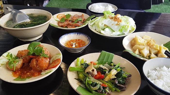 Ăn trưa ở Đà Lạt