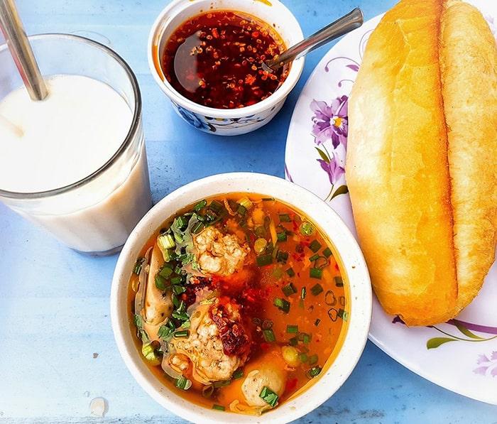 Bánh mì xíu mại nổi tiếng ở Đà Lạt
