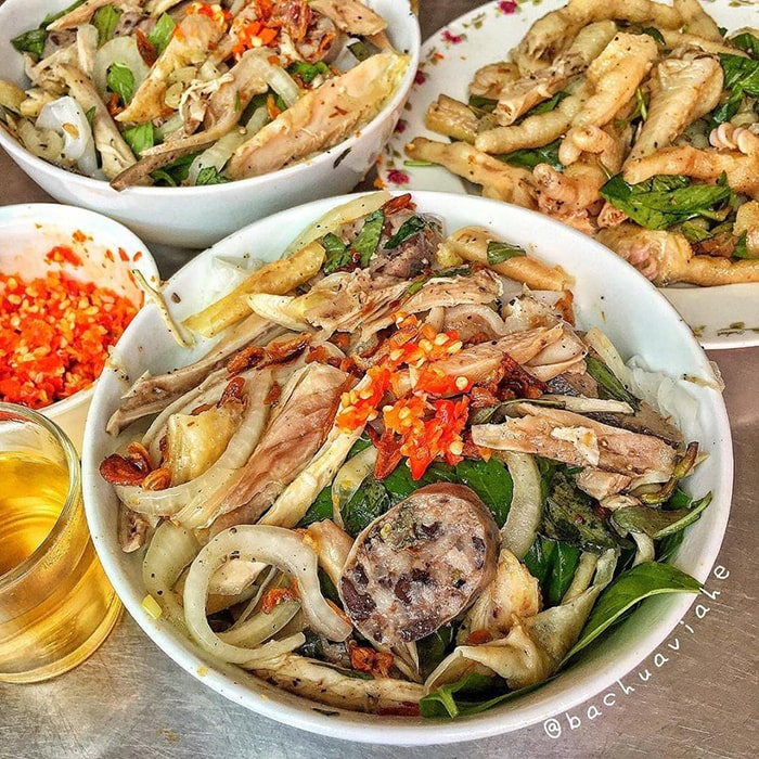 Bánh ướt lòng gà là món ăn khá độc đáo ở Đà Lạt
