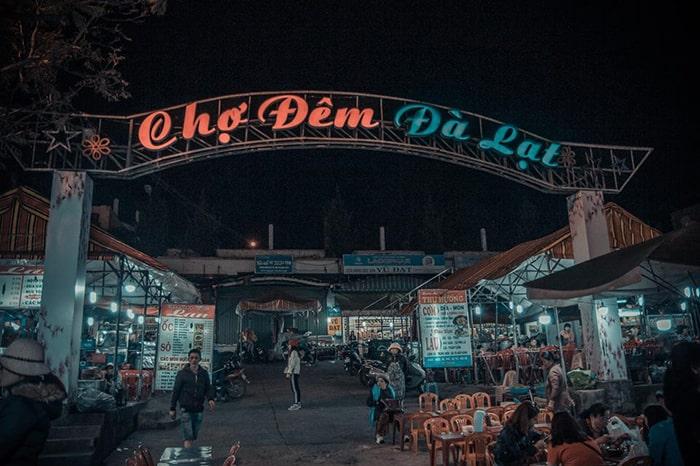 Chợ Đêm Đà Lạt là địa điểm rất tập nập vào buổi tối