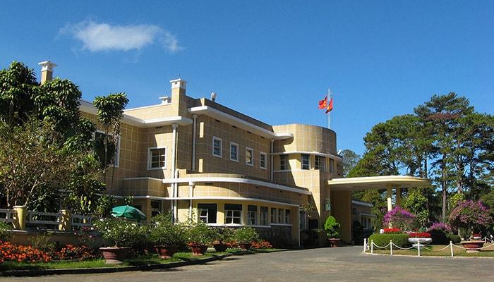 Dinh III – Dinh Bảo Đại là một trong số những công trình kiến trúc nổi tiếng ở Đà Lạt