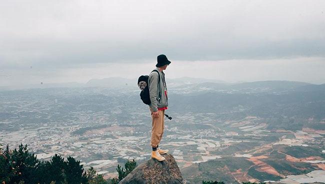 Trên đỉnh Lang Biang nhìn xuống toàn cảnh Đà Lạt