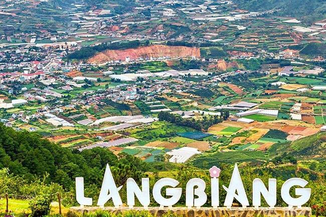 Đứng trên đỉnh Lang Biang có thể nhìn thấy toàn cảnh Đà Lạt