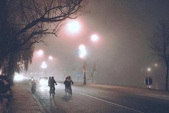 Đạp xe đạp đôi buổi tối quanh Hồ Xuân Hương