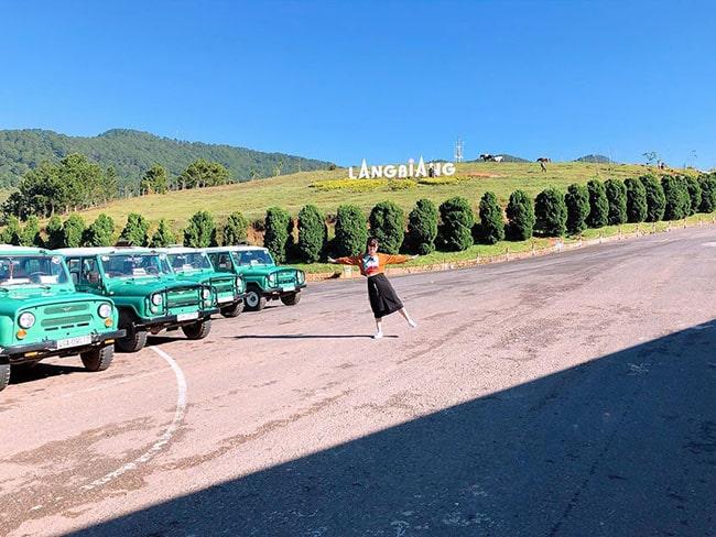 Bạn có thể đi xe Jeep từ chân núi lên đỉnh Lang Biang