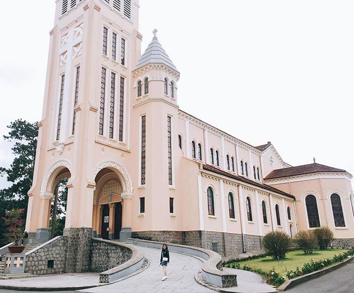 Nhà thờ con gà là nhà thờ lớn nhất ở Đà Lạt