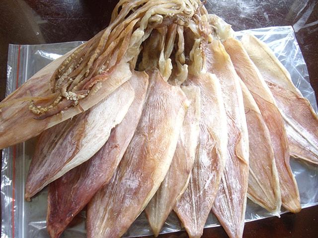Mực khô Nha Trang là đặc sản được rất nhiều người mua về làm quà
